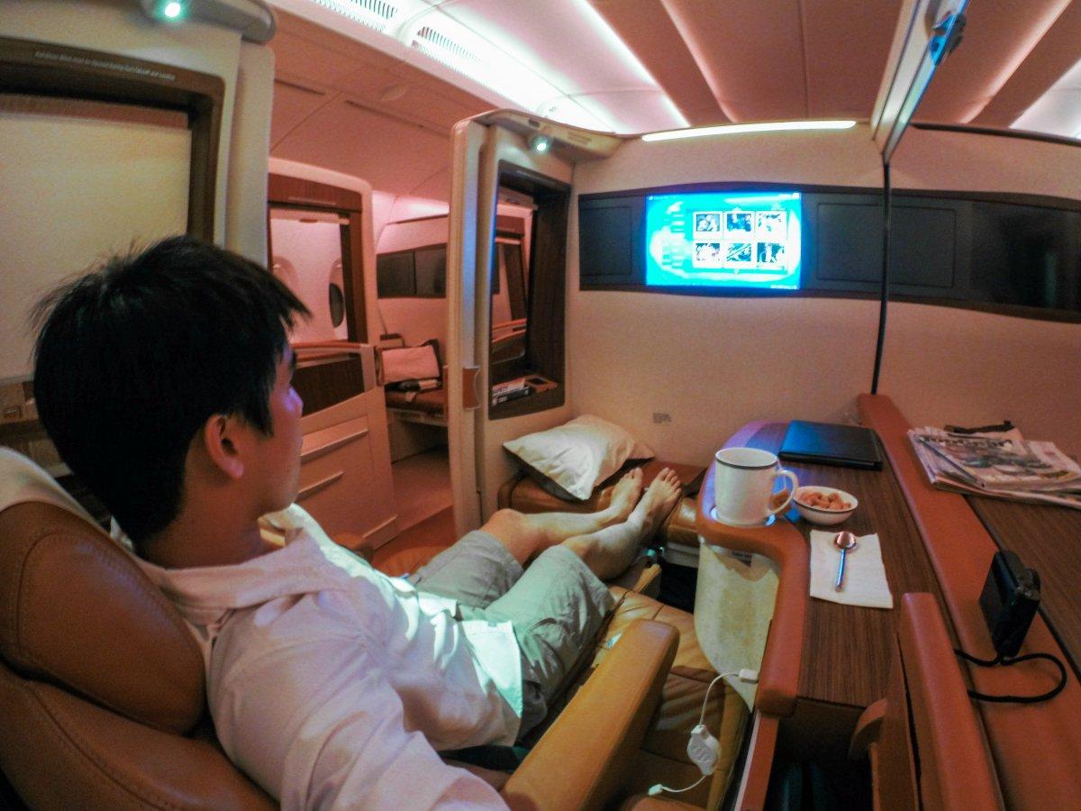 Đại gia trẻ chi 390 triệu đồng mua vé máy bay khứ hồi 11