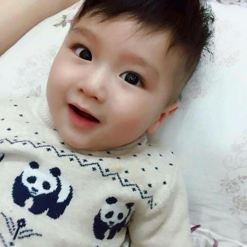 Ngắm bé trai 1 tuổi Hà Thành đẹp trai như