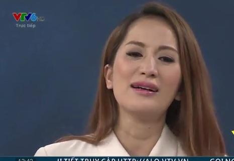 Ngồi bên Phan Hiển, Khánh Thi bật khóc khi nói về