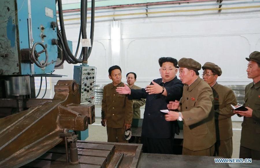 Kim Jong-un thị sát nhà máy cơ khí của Triều Tiên 1