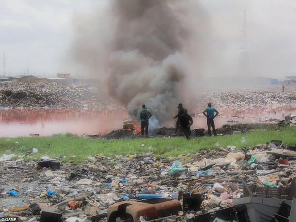Soi 'nghĩa địa' rác thải điện tử của phương Tây tại Châu Phi 8