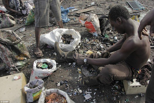 Soi 'nghĩa địa' rác thải điện tử của phương Tây tại Châu Phi 6