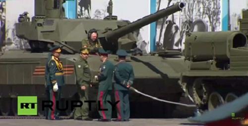 Siêu tăng Armanta của Nga gặp sự cố khi diễn tập 1