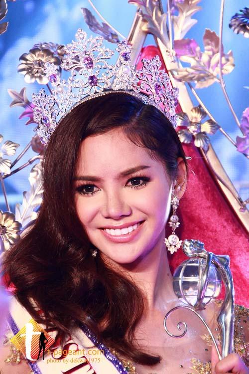 Cận cảnh vẻ gợi cảm của tân Hoa hậu chuyển giới Thái Lan 2015 4