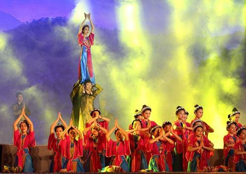 Dàn Sao Việt hội tụ Khai mạc Carnaval Hạ Long 2015 10