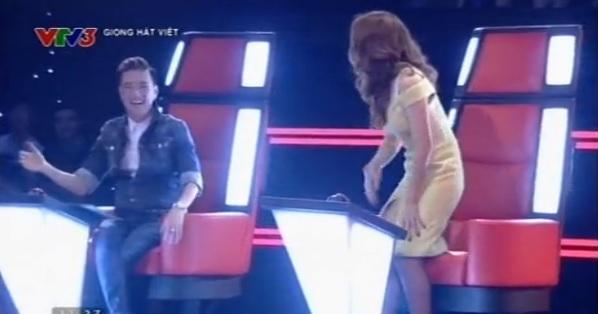 The Voice 2015 tập 1: Mr Đàm nắm tay Mỹ Tâm nhảy phấn khích vì thí sinh 3