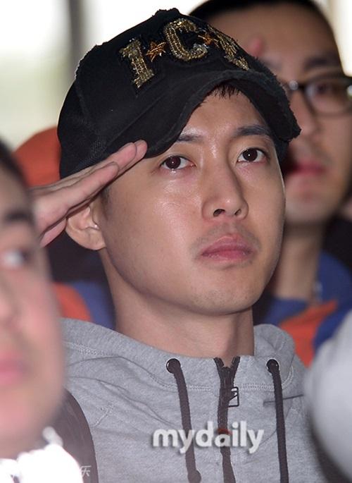 Kim Hyun Joong phờ phạc ngày nhập ngũ 4