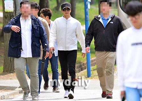 Kim Hyun Joong phờ phạc ngày nhập ngũ 5