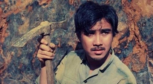 Hình ảnh MC Quyền Linh và tuổi thơ từng phải đi lượm ve chai, lông vịt số 1