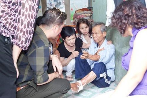 Đàm Vĩnh Hưng dùng tiền phúng điếu ông ngoại làm từ thiện 1