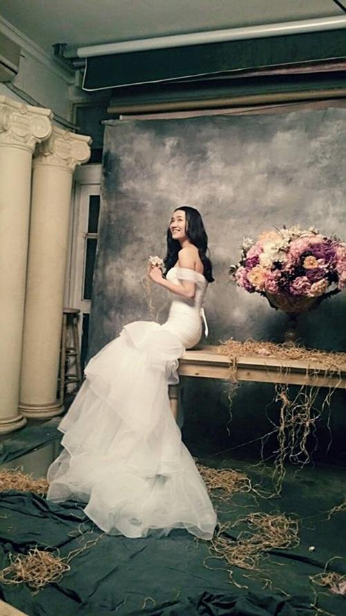 Nhã Phương hóa cô dâu quyến rũ trong hậu trường phim Khúc hát mặt trời 5