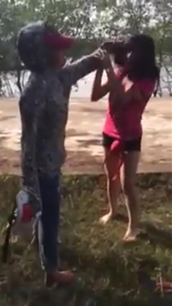 Xôn xao clip nữ sinh Thanh Hóa bị bạn đánh hội đồng tả tơi 1
