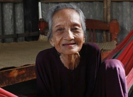Cụ bà ở VN cao tuổi nhất thế giới: Giám định tóc có thể đo tuổi? 1