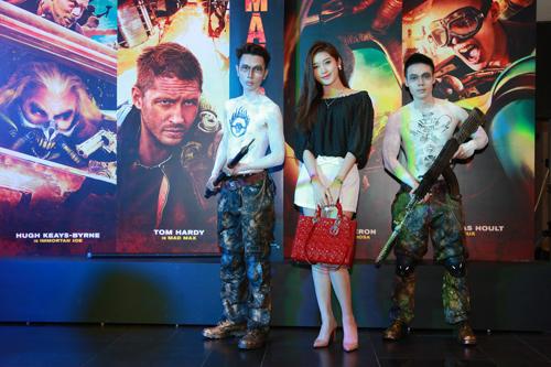 Huyền My xuất hiện cực sành điệu trong buổi ra mắt phim tại Hà Nội 1