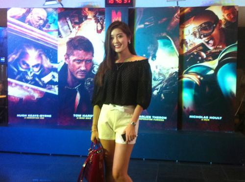 Huyền My xuất hiện cực sành điệu trong buổi ra mắt phim tại Hà Nội 3