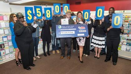Hình ảnh Góp tiền mua vé số, nhóm nhân viên văn phòng trúng 58 triệu USD số 2