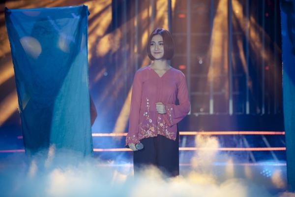 Hòa Minzy đứng hình khi Hoài Linh khuyên đổi nghệ danh 1