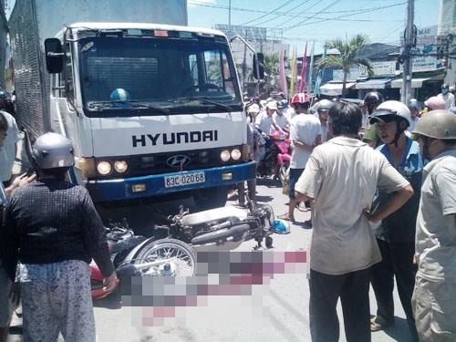 Xe tải đâm liên hoàn 4 xe máy, 1 người chết, 3 người bị thương 1