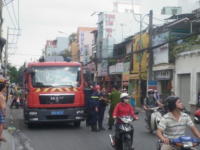 TP.HCM: Tiệm cà phê bốc cháy, hàng chục người hoảng loạn 3