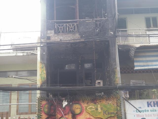 TP.HCM: Tiệm cà phê bốc cháy, hàng chục người hoảng loạn 1