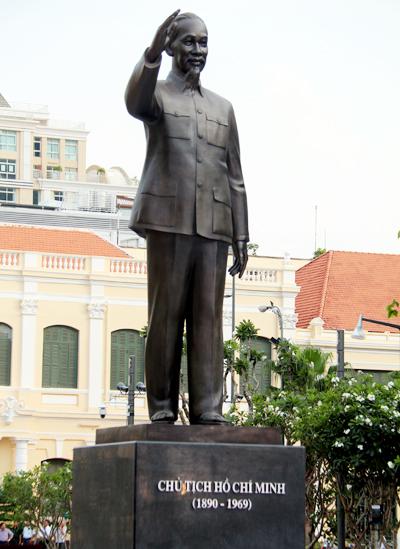 Khánh thành tượng đài Chủ tịch Hồ Chí Minh trước trụ sở UBND TP.HCM 1