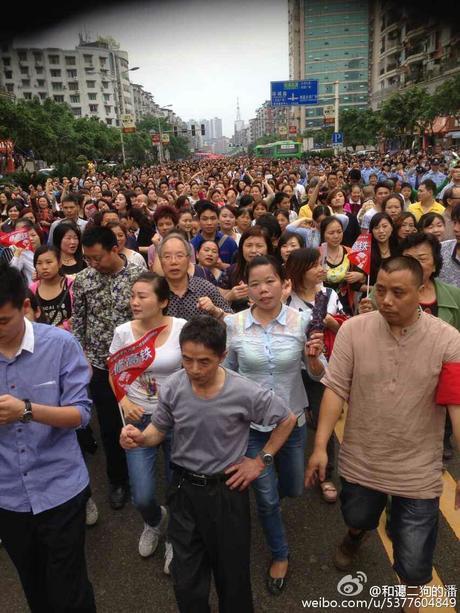 Biểu tình lớn tại Trung Quốc, hàng trăm người thương vong 4