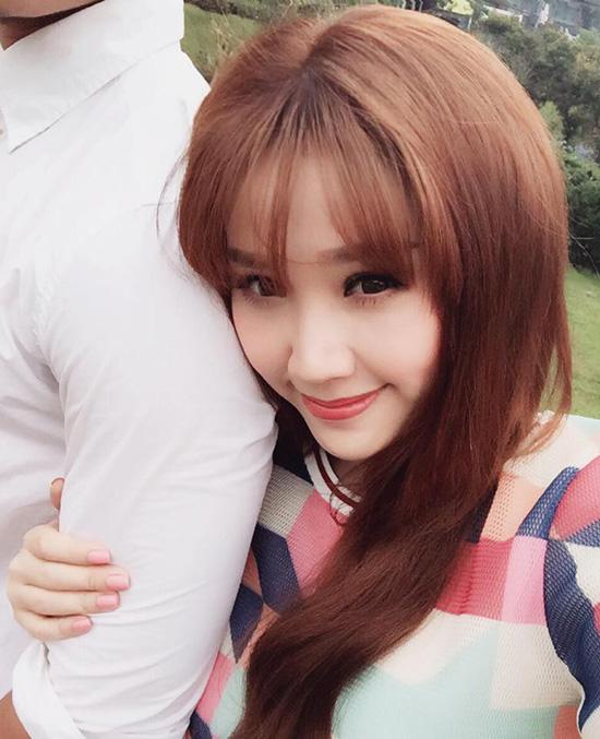 Facebook sao (1): Ngọc Trinh lái siêu xe đi mua rau, Thu Minh khoe bụng bầu 7
