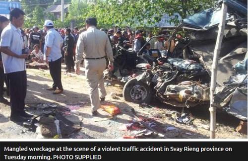 Xe khách Việt Nam gặp tai nạn thảm khốc ở Campuchia, ít nhất 21 người chết 1