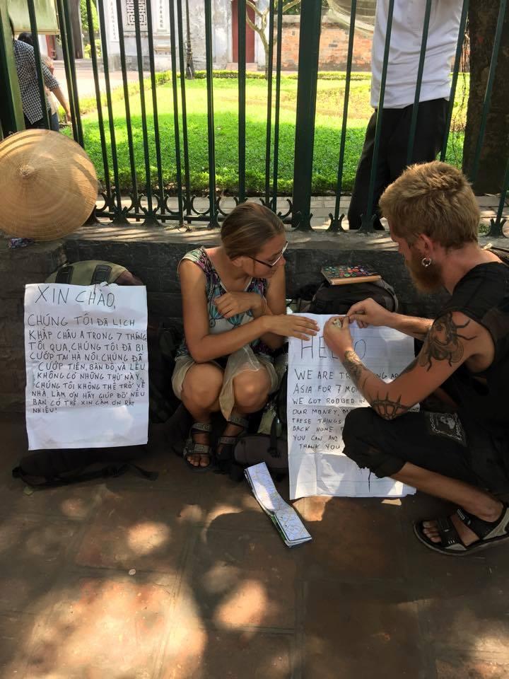 Biểu hiện lạ của 2 du khách nước ngoài bị cướp 400 USD tại Hà Nội 1