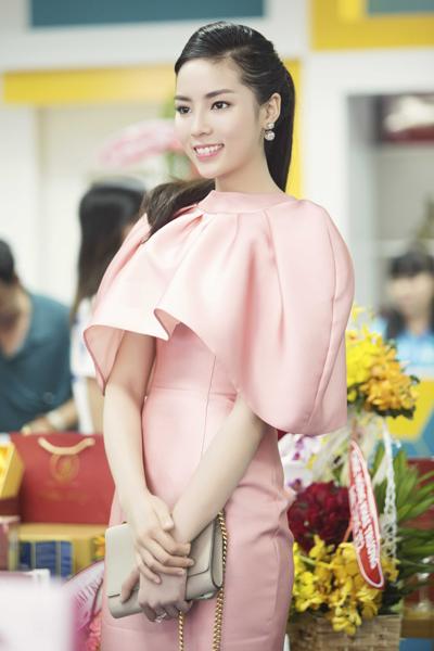 Nguyễn Cao Kỳ Duyên nghỉ học quân sự tái xuất sang trọng và xinh đẹp 3