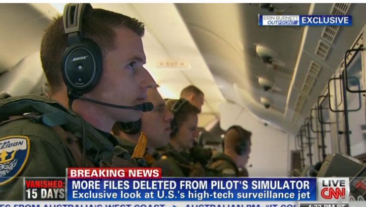 Nóng: Video máy bay do thám Mỹ tiến sát bãi đá bị Trung Quốc cải tạo  3