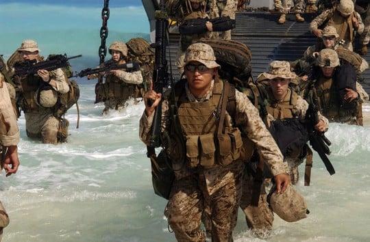 Video: Thủy quân lục chiến Mỹ phô diễn kỹ năng đổ bộ 1