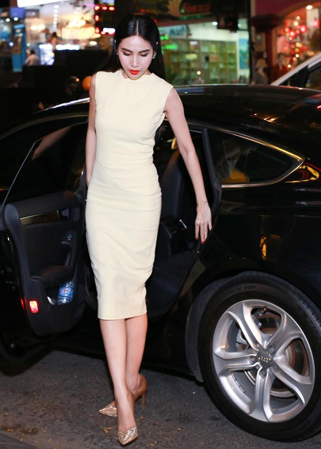 Thủy Tiên sang trọng với váy 80 triệu của Victoria Beckham 1