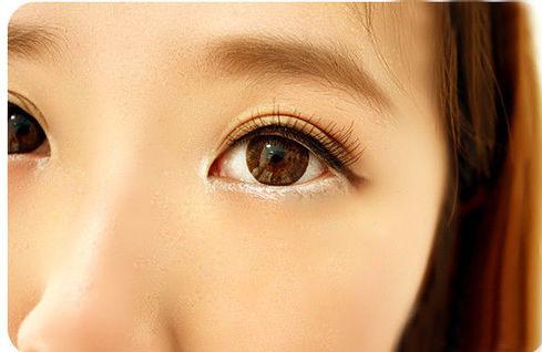Trang điểm mắt đơn giản với 5 phong cách cá tính 5