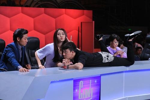 Người bí ẩn 2015 tập 11: Việt Hương, Hoài Linh ôm heo lên sân khấu 10