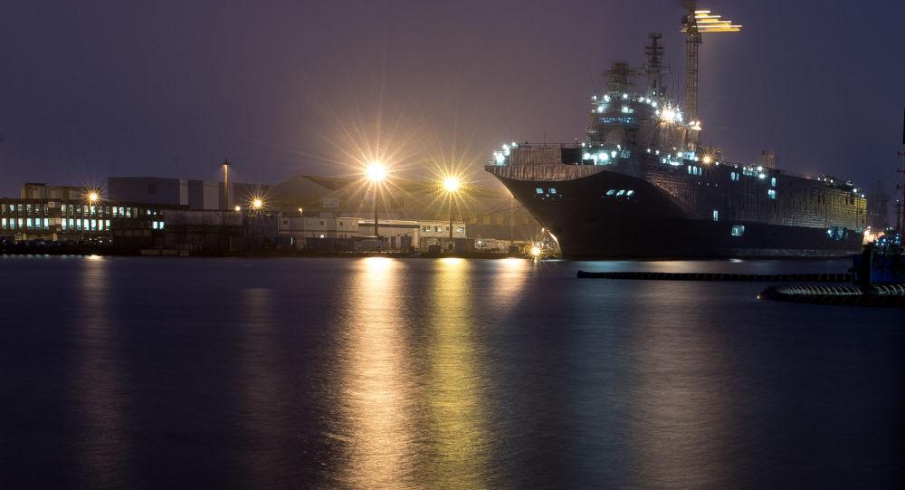 Chiến hạm Mistral sắp thành nơi trú ngụ của người nhập cư? 1