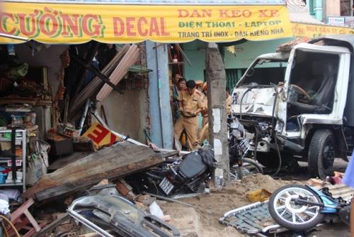 Phút xe tải tông sập nhà dân, 2 người bị vùi lấp qua lời kể của nhân chứng 1