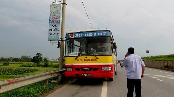 Lái xe và hành khách xô xát, xe bus suýt lao khỏi đường cao tốc 2