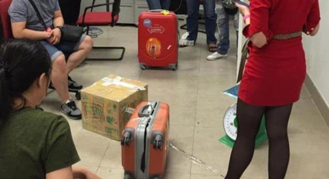 Khách tố vali bị phá, mất cả kg hành lý khi bay từ Bangkok về VN 1