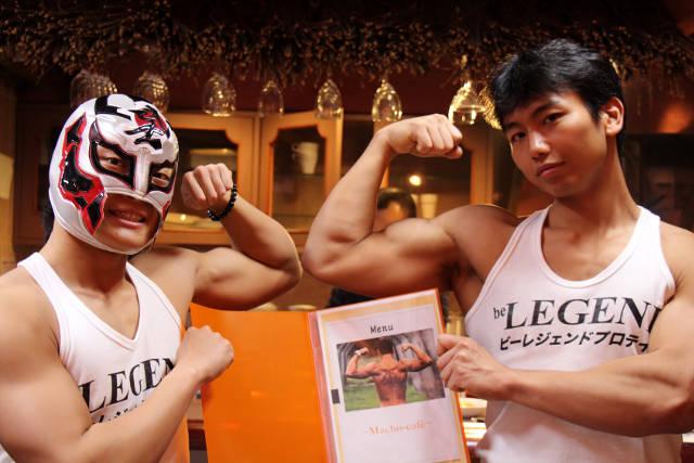 """16288b Quán café """"cơ bắp"""" hút phái nữ tại Nhật Bản"""