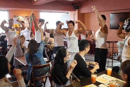 """20150526083841 cafe Quán café """"cơ bắp"""" hút phái nữ tại Nhật Bản"""