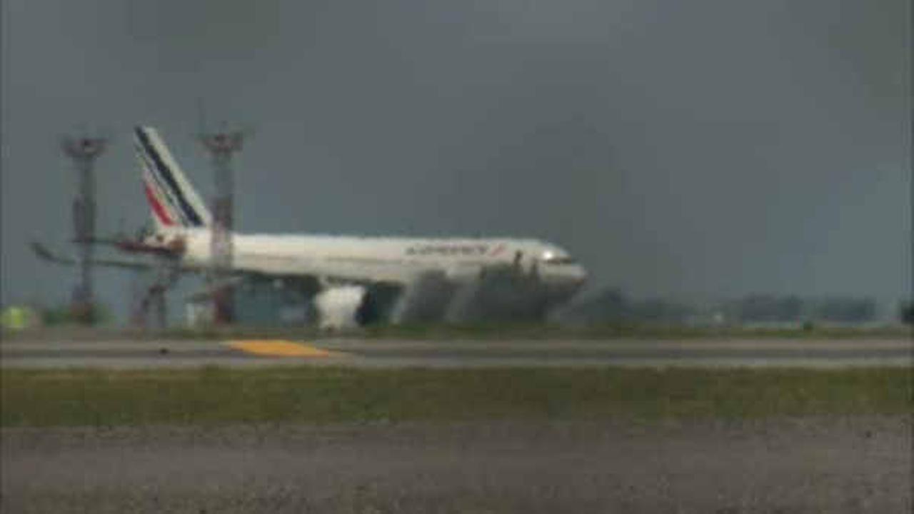 Chiến đấu cơ cất cánh sau ít nhất 6 máy bay dân sự bị đe dọa 2