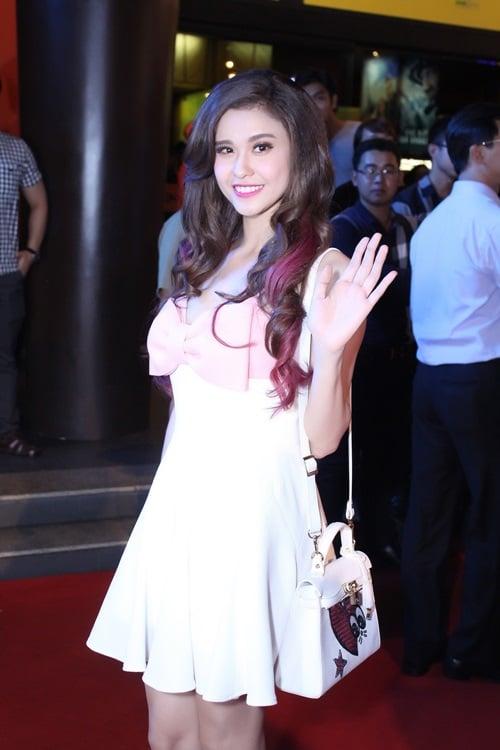 Hình ảnh Trương Quỳnh Anh đẹp dịu dàng đi công chiếu phim số 1