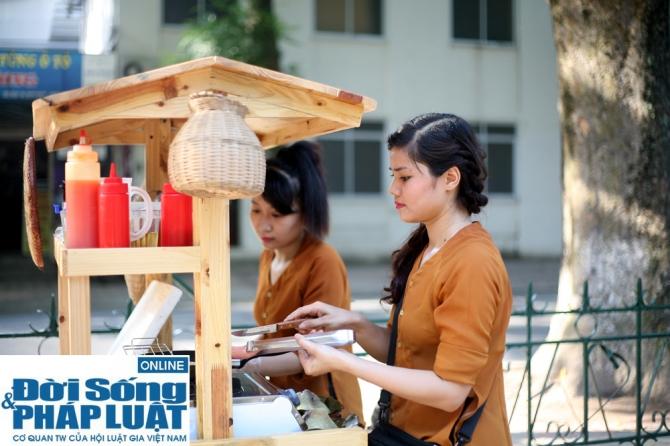 Cận cảnh nhan sắc cô gái Hà Nội bán bánh giò xinh đẹp như hotgirl 1