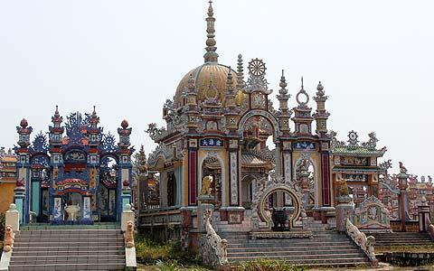 Khu lăng mộ khủng của đại gia ở Huế