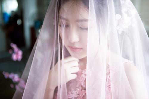 Hương Tràm bất ngờ diện váy cưới ở tuổi 20 6