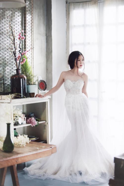 Hương Tràm bất ngờ diện váy cưới ở tuổi 20 7