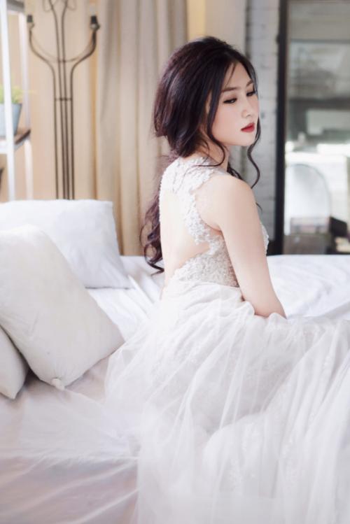 Hương Tràm bất ngờ diện váy cưới ở tuổi 20 4