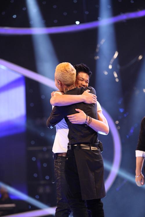Vietnam Idol 2015: Công bố kết quả Gala 1 - Khánh Tiên bị loại 12