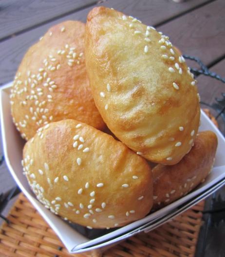 Cách làm bánh tiêu nhân đậu xanh nóng hổi thơm ngon tại nhà 1